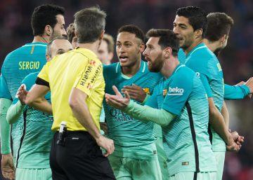 """Piqué: """"Jugar a la ruleta es lo que provoca este arbitraje"""""""