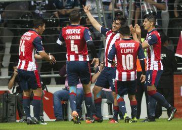 Monterrey y Chivas empatan (2-2) en un polémico partido