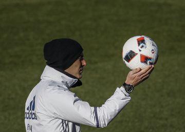 """Zidane: """"Estoy muy feliz con los tres porteros que tengo"""""""