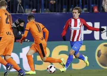 El Atlético golea al Eibar y tiene a tiro las semifinales