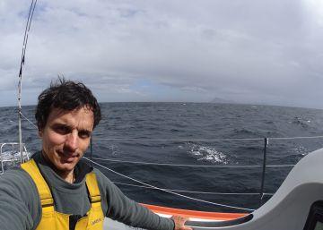 Didac Costa, a bordo del One Planet One Ocean, dobla el cabo de Hornos en la Vendée Globe