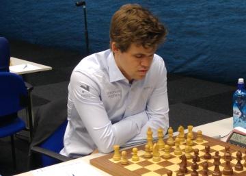 Carlsen recuerda que es humano