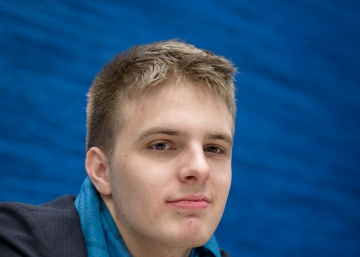 Rapport tumba a Carlsen