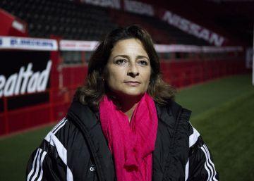 """Andrea Rodebaugh: """"Se van derrotando los mitos del fútbol femenino"""""""