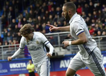 El Real Madrid golea al Eibar al son de Benzema y James