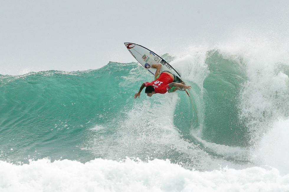 El surfista brasileño Gabriel Medina en aguas Australianas