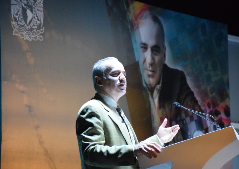 Gari Kaspárov, durante su discurso en la Universidad Autónoma de México, el pasado octubre, inaugurando un festival de la Fundación Kaspárov