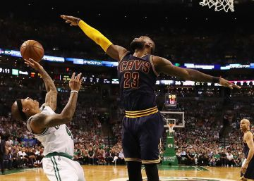 LeBron James apabulla a los Celtics