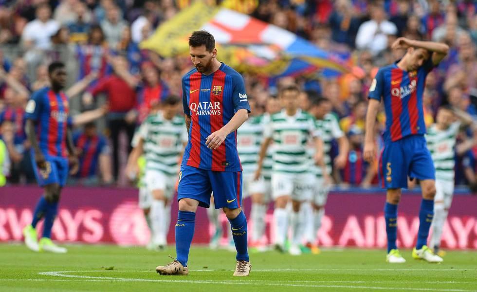 El Barça remonta ante el Eibar, pero no le sirve de nada