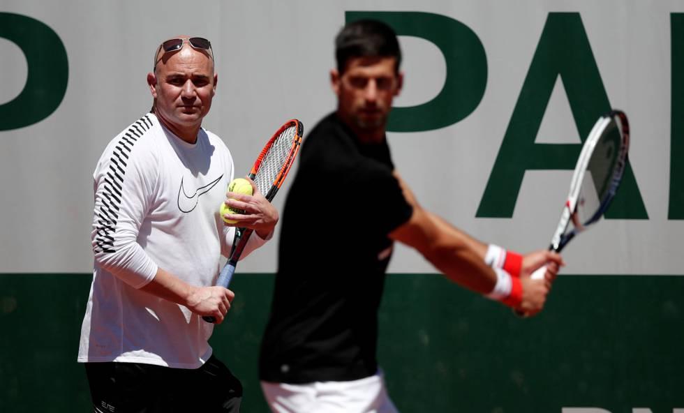 Djokovic y Agassi entrenan por primera vez en Roland Garros