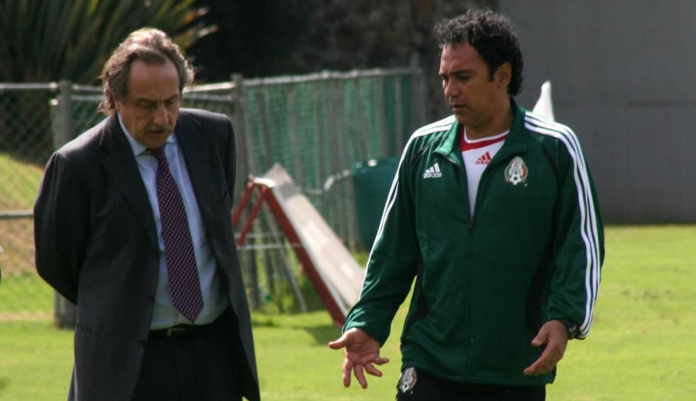Decio de María, directivo de la Federación Mexicana, y Hugo en 2007