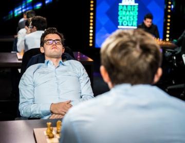 Carlsen, durante una de las partidas de París, frente a Kariakin