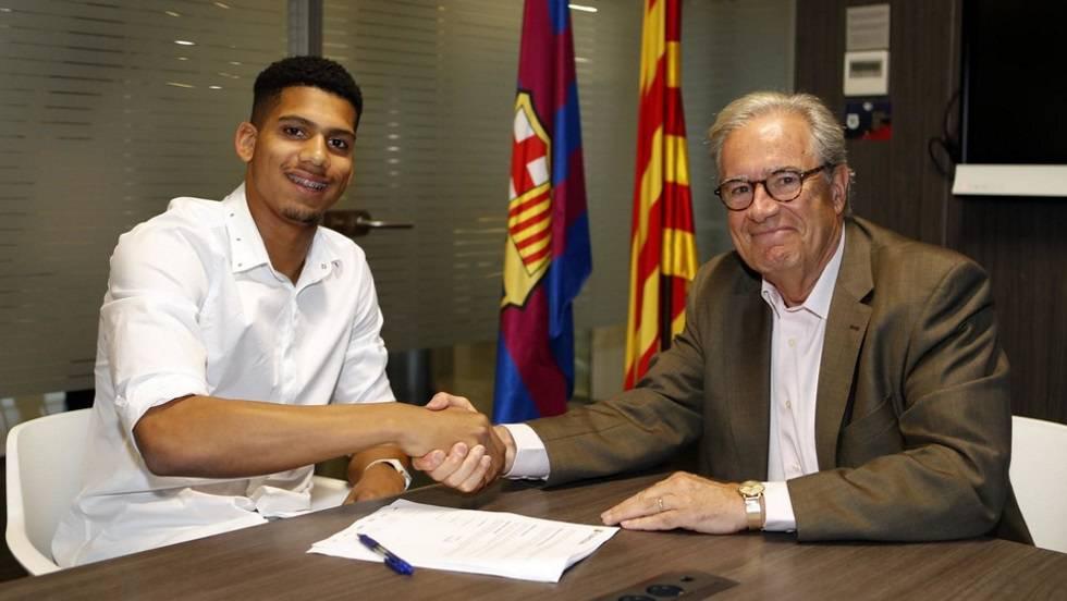Aseguran que el Barça tiene atado al joven talento Araújo
