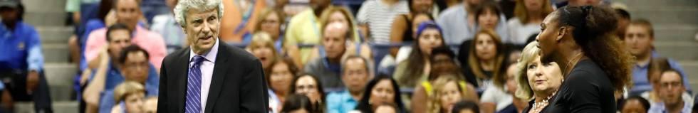 Serena protesta ao responsável da arbitragem do torneio, Brian Earley.