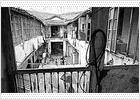 El último corralón de El Perchel permanece habitado tres años y medio después de ser declarado en ruina