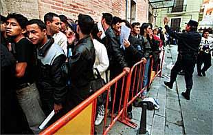 Noticias de comunidad valenciana edici n impresa 01 05 for Oficina de extranjeros valencia