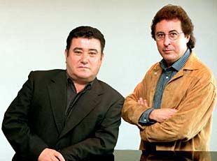 José Menese (izquierda) y Enrique de Melchor, en el Teatro Real.