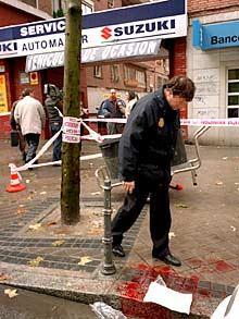 Un barrendero, herido de bala por mirar a un conductor