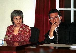 Dolores Vázquez, junto a Miguel Criado, uno de sus abogados, durante el juicio.