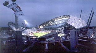 Vista nocturna del estadio de Seogwipo, en Corea del Sur.