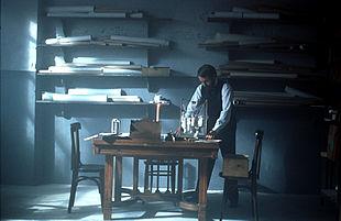 Recreación de una escena de la vida de Antoni Gaudí que aparece en el documental.