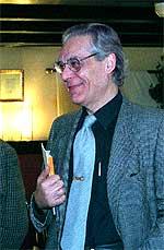 El poeta valenciano Guillermo Carnero.