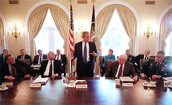 George Bush, durante una sesión del Consejo de Seguridad Nacional en la Casa Blanca.