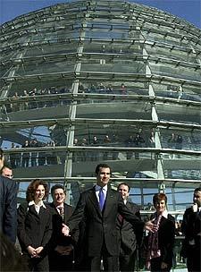 El Príncipe, durante su visita a la cúpula del Parlamento alemán, en Berlín.