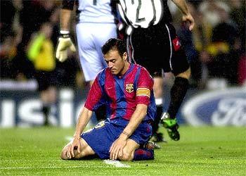 Luis Enrique se lamenta tras una jugada.