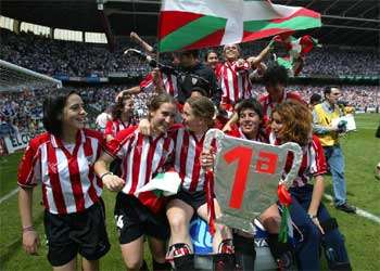 El Athletic femenino conquista la Superliga ante unos 35.000 espectadores