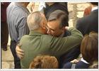 El alcalde de Toledo, del PP, abraza a Blas Piñar