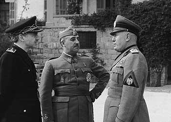 Serrano con Franco visitando a Mussolini en Bordighera (Italia)