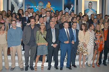 El director general de RTVE (quinto por la izquierda), junto a parte del equipo de Televisión Española, ayer en Madrid.