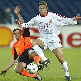 Curro Torres (de blanco), en un partido con la selección española.