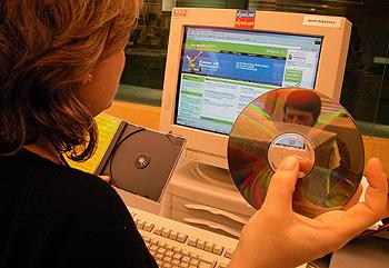 Once millones de personas se bajarán música en Internet en todo 2006, según IDC.