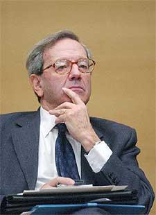 Bernard Stasi, presidente de la comisión francesa sobre laicismo.