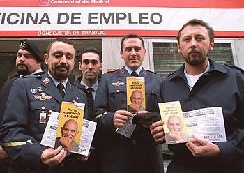 Militares condenados al paro edici n impresa el pa s for Horario oficina inem madrid