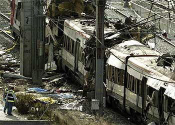 Aspecto de uno de los trenes destruidos por los atentados del 11-M en Madrid.