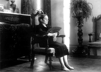 Irene Gutiérrez Caba, en  La casa de Bernarda Alba , de Mario Camus.
