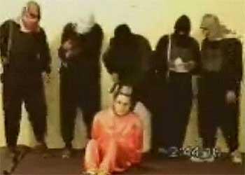 Imagen del vídeo que muestra el degollamiento de un civil norteamericano.