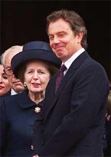 Tony Blair y Margaret Thatcher, tras asistir a un funeral en 1999.