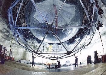 Resultado de imagen de Inmenso depósito de agua pesada en las profundidades de una vieja mina pàra cazar neutrinos