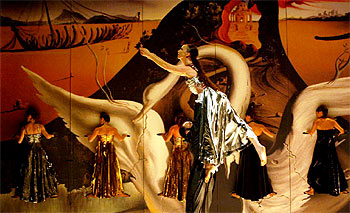 Un momento del ensayo general de  Dalidance,  dirigido por Ramon Oller para su compañía Metros.