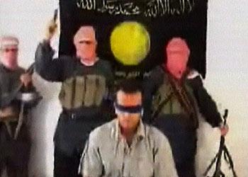 Imagen del vídeo que muestra el asesinato de un rehén turco en Irak.