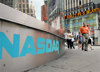 El marcador electrónico de la derecha muestra las noticias sobre Google en las calles de Nueva York.