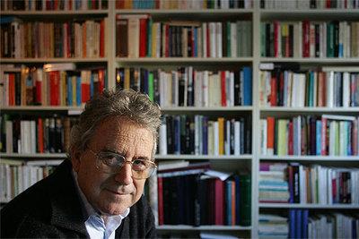 El historiador Santos Juliá, en su estudio de Madrid.