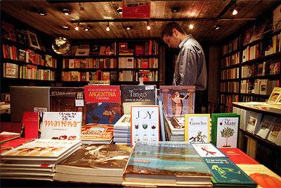 Librería Clásica y Moderna, en Buenos Aires, con un escaparate de autores argentinos.