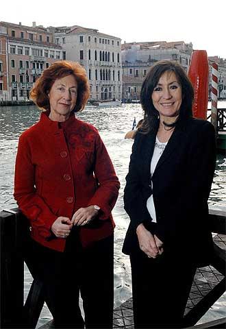 María de Corral (izquierda) y Rosa Martínez, hace unos días en Venecia.