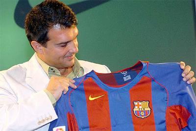 Joan Laporta, con la camiseta del Barça de esta temporada.