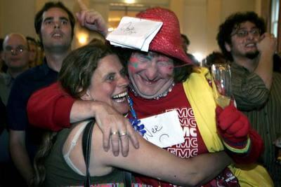 Miembros del Partido Socialista Holandés celebran la victoria del  no  en Amsterdam.